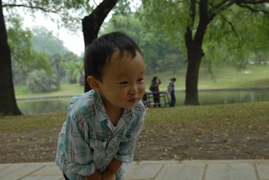 宝宝在共青森林公园
